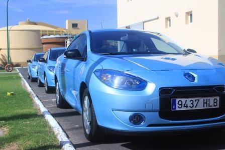 Los nuevos Renault Fluence para uso oficial de los Ayuntamientos de Santa Lucía, Ingenio y Agüimes (Foto: Arlangton)