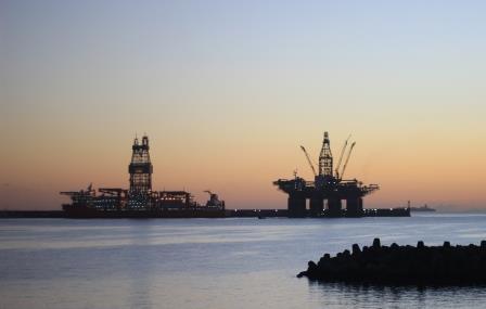 Plataformas petrolíferas en el Puerto de Las Palmas. Foto: Arlangton.