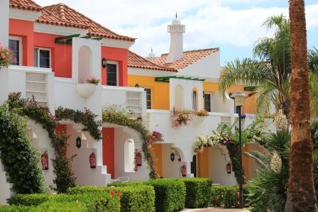 Bungalows en un complejo del sur de Gran Canaria.